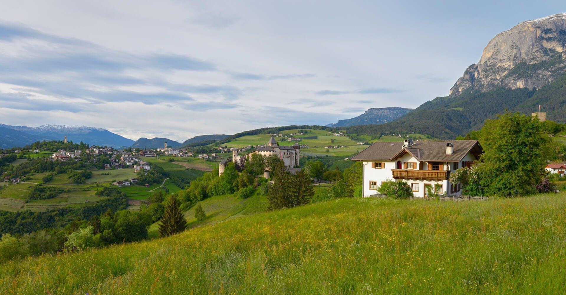 Schlosshof in Völs- Ferien in Südtirol