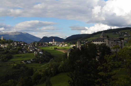 Schlosshof - Völs am Schlern 3